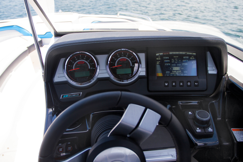 Boat Review: Yamaha 242X E-series
