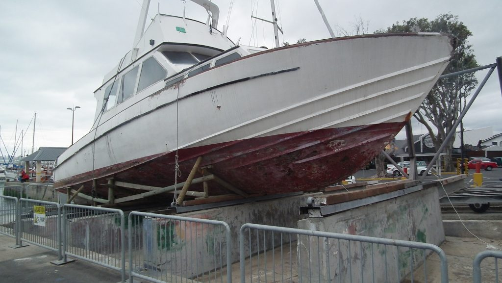 Should you paint a fibreglass boat?