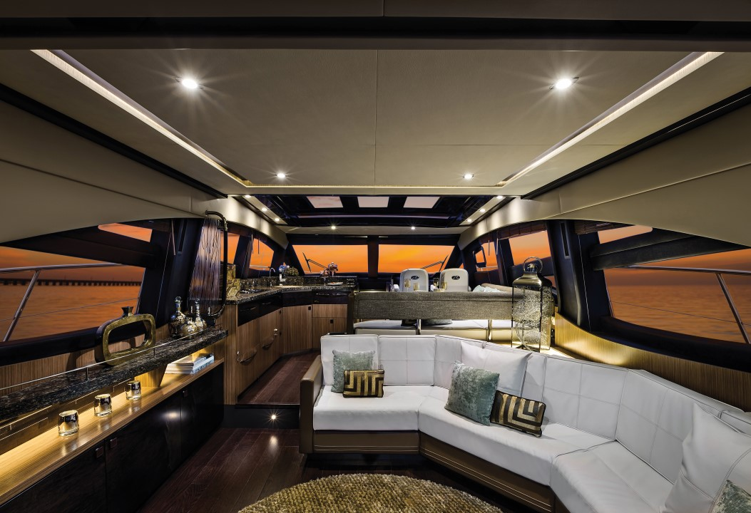 Sea Ray L590 Express Interior Salon