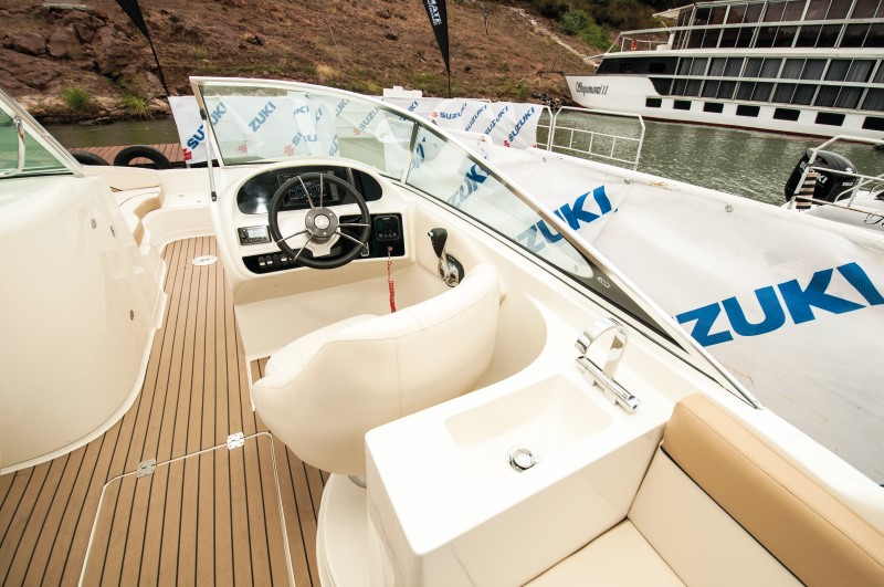 Deck layout of Sensation 26 deck outboard